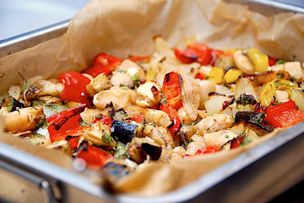 Græsk grøntsagsfad - lækkert tilbehør fra Middelhavet
