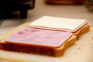 billederesultat for parisertoast med skinke og ost