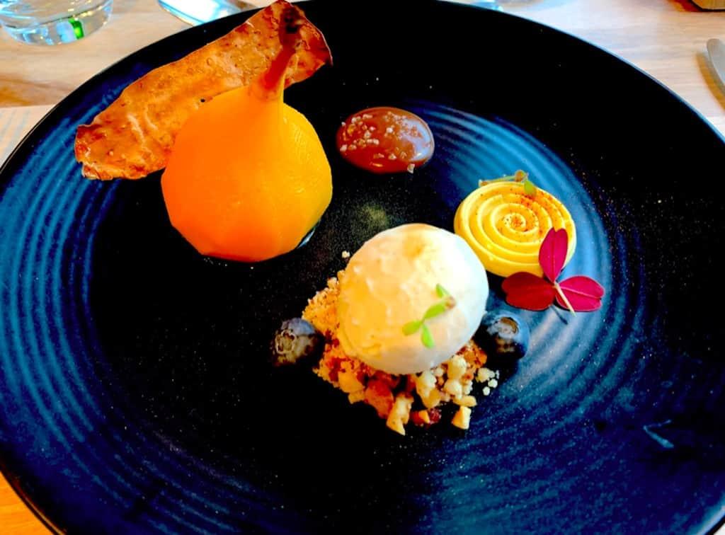 Safran pære med is - dessert fra restaurant I Pupi Siciliani