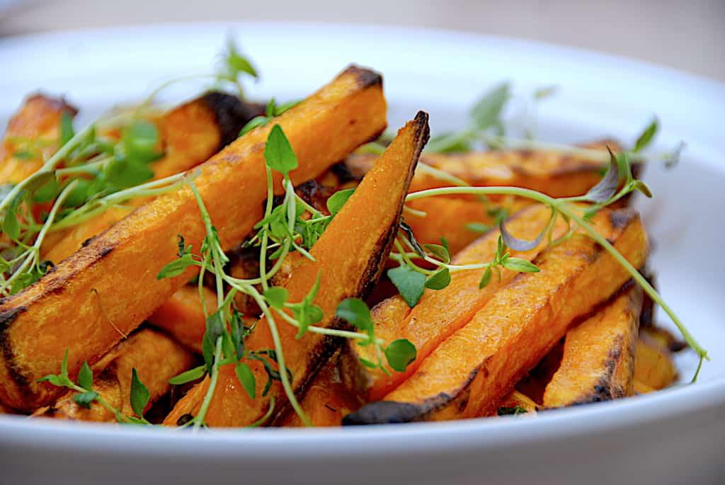 Søde kartoffelfritter i ovn - opskrift på sweet potato fries