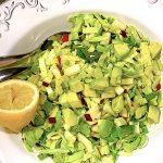 spidskålssalat med æble og avocado