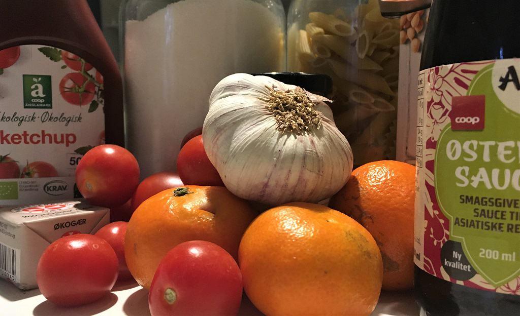 Fødevarer på køkkenbord
