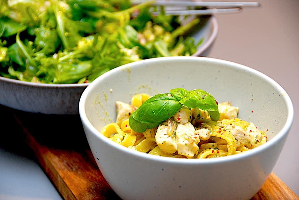 Kylling med pesto og frisk pasta - nemt og hurtigt