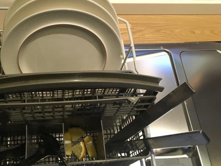 Citron i bestikskuffen er et af mange tips til opvaskemaskinen