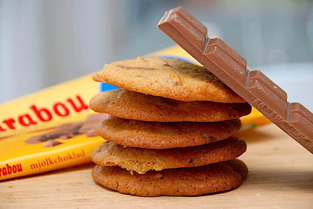 Cookies med Marabou mælkechokolade og nødder