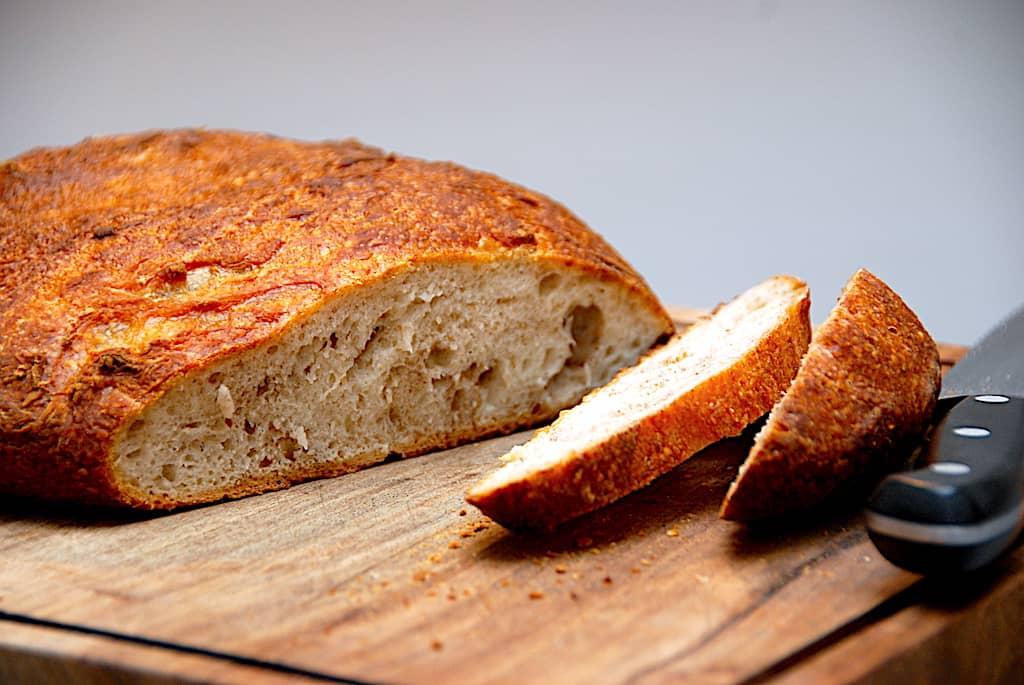 koldthævet brød i gryde med surdej