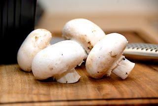 rå champignon