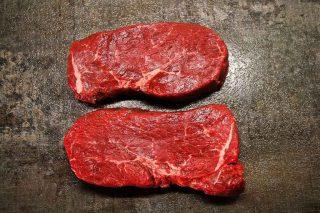 De fleste elsker smagen af bøffer, men rødt kød har været udskældt for ikke at være sundt. Men du kan roligt nyde en bøf, så længe du generelt spiser sundt og varieret.