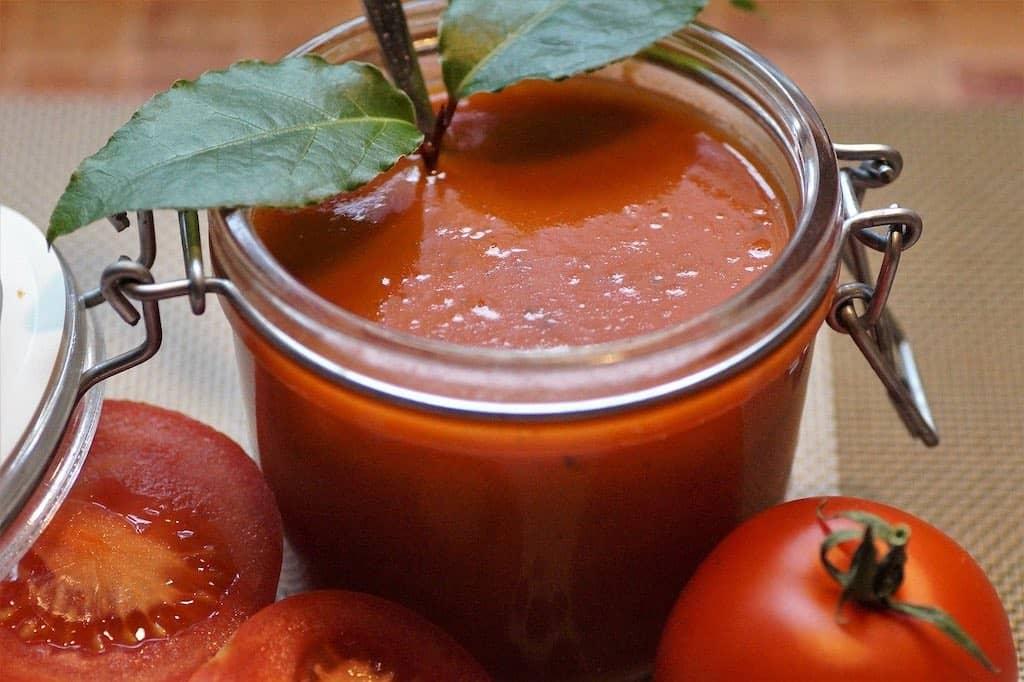 Det er vigtigt at tilsmage din tomatsuppe, hvis du vil have velsmag. Det er ikke svært, men handler om at bruge dine sanser. Prøv denne simple øvelse om tilsmagning af tomatsuppe.
