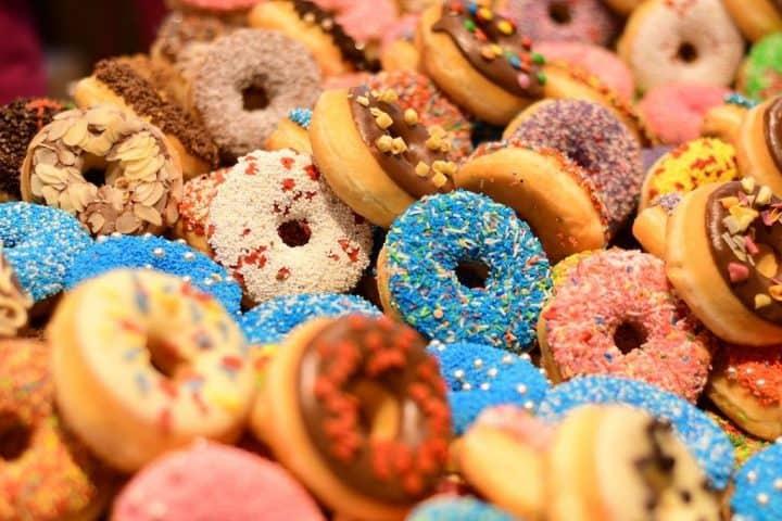 De søde og fede donuts er elsket af mange, og det er ikke så underligt. Vi er nemlig fra fødslen kodede til at elske sød og fed mad.
