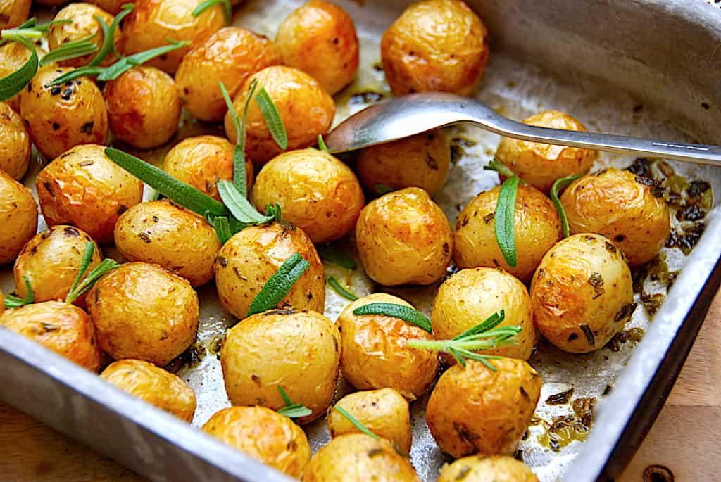 En heldig kartoffel bagt med rosmarin