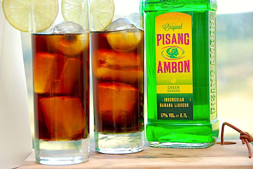 Kung Fu er en populær drink, der laves med Jägermeister og Pisang Ambon. Drinken har fået sin efter den populære is af samme navn - og den smager da også præcist som isen. Foto: Holger Rørby Madsen, Madensverden.dk.