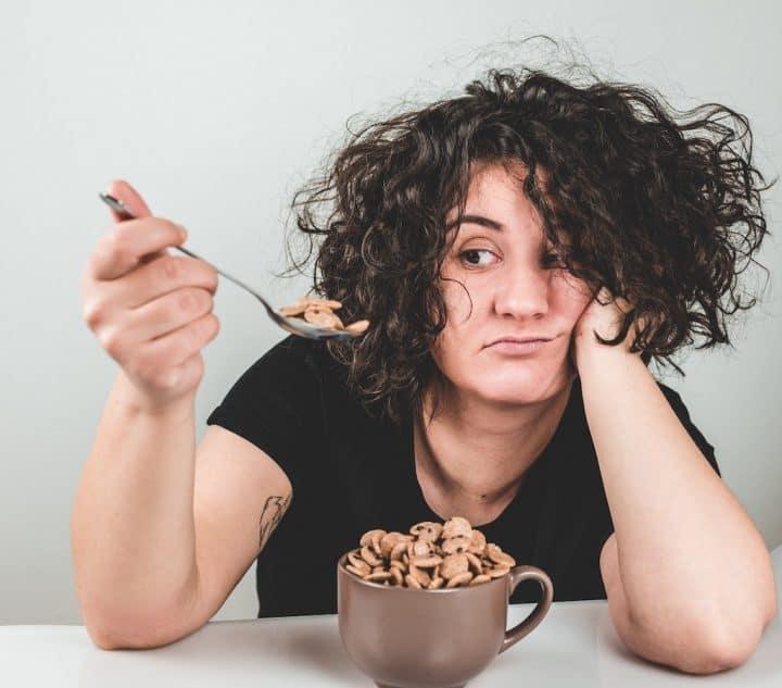 Det kan være svært at finde appetit til at spise mad, når du er syg af eksempelvis forkølelse og har stoppet næse. Uden lugtesansen virker maden nemlig kedelig og smagsløs.