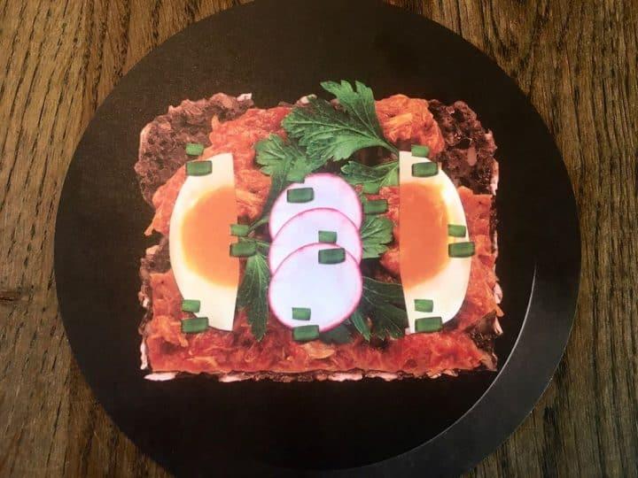 Makrel i tomat er en klassiker på rugbrødsmaden og med god grund, den er nemlig både sund og velsmagende. Men vidste du, at det er nemt at lave selv? Foto: Projekt FiSK.