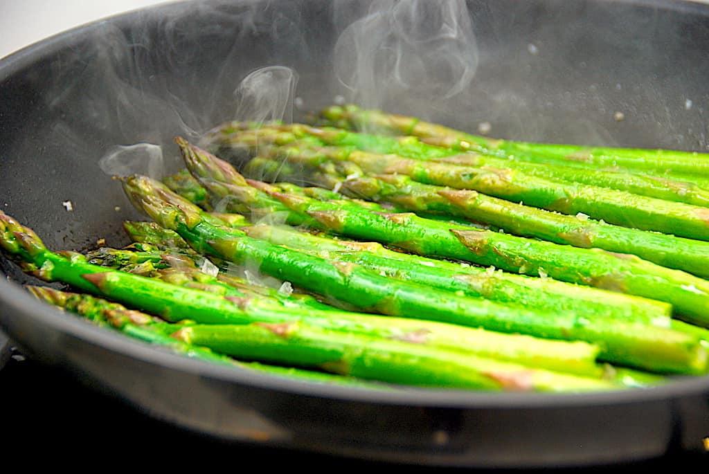 Pandestegte asparges med citron på 5 minutter