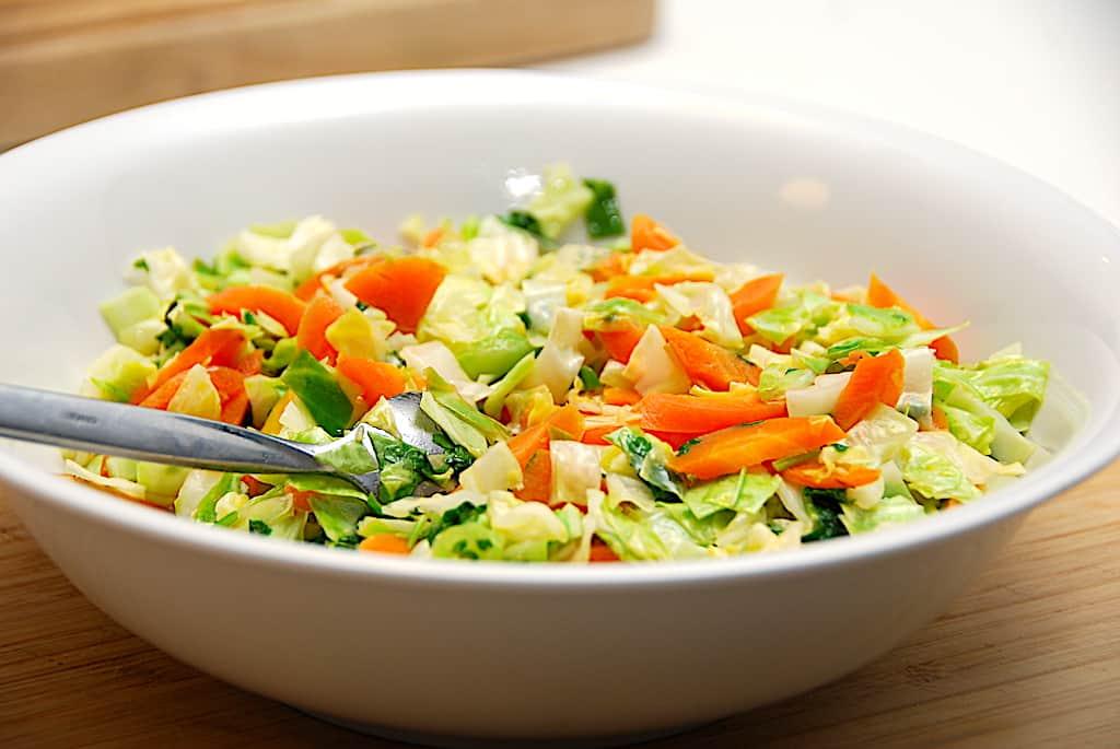 Råstegte gulerødder med spidskål - sundt tilbehør