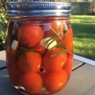 billede med syltede tomater