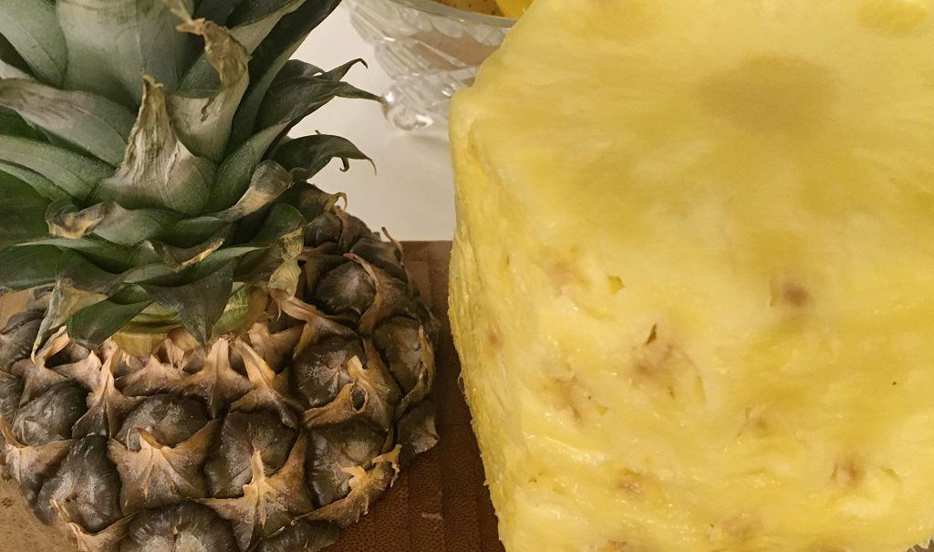 Ananas der er skrællet
