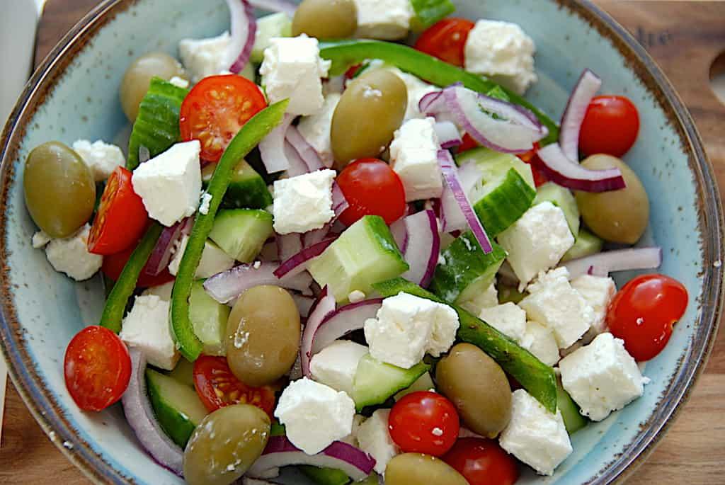 Græsk salat - opskrift med feta og oliven