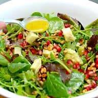billederesultat for grøn salat med granatæble og avocado