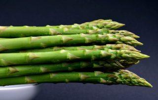 hvorfor lugter tis når man spiser asparges