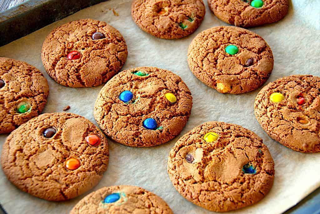 M&M cookies opskrift med chokoladeknapper