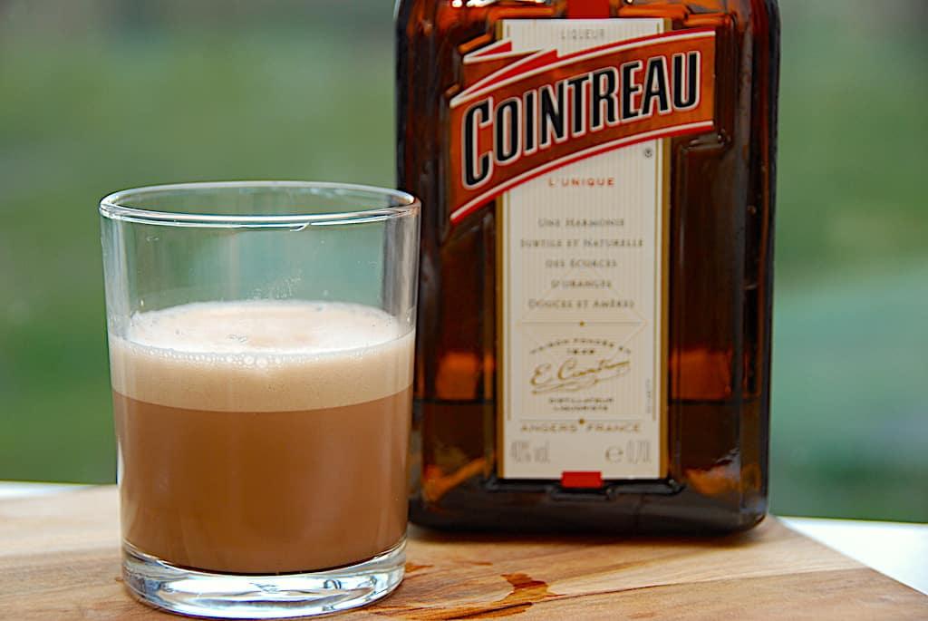 Orangeknas drink - shot med Cointreau og kakaomælk