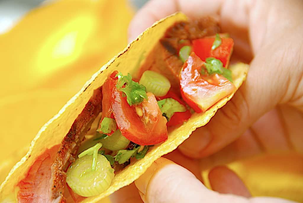 Tacos med flankesteg og tomatsalsa