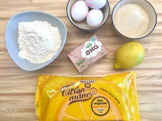 Der er langt fra de naturlige råvarer i en hjemmelavet citronmåne til den færdigfremstillede Dan Cake citronmåne. Foto: Charlotte Mithril / Madensverden.dk