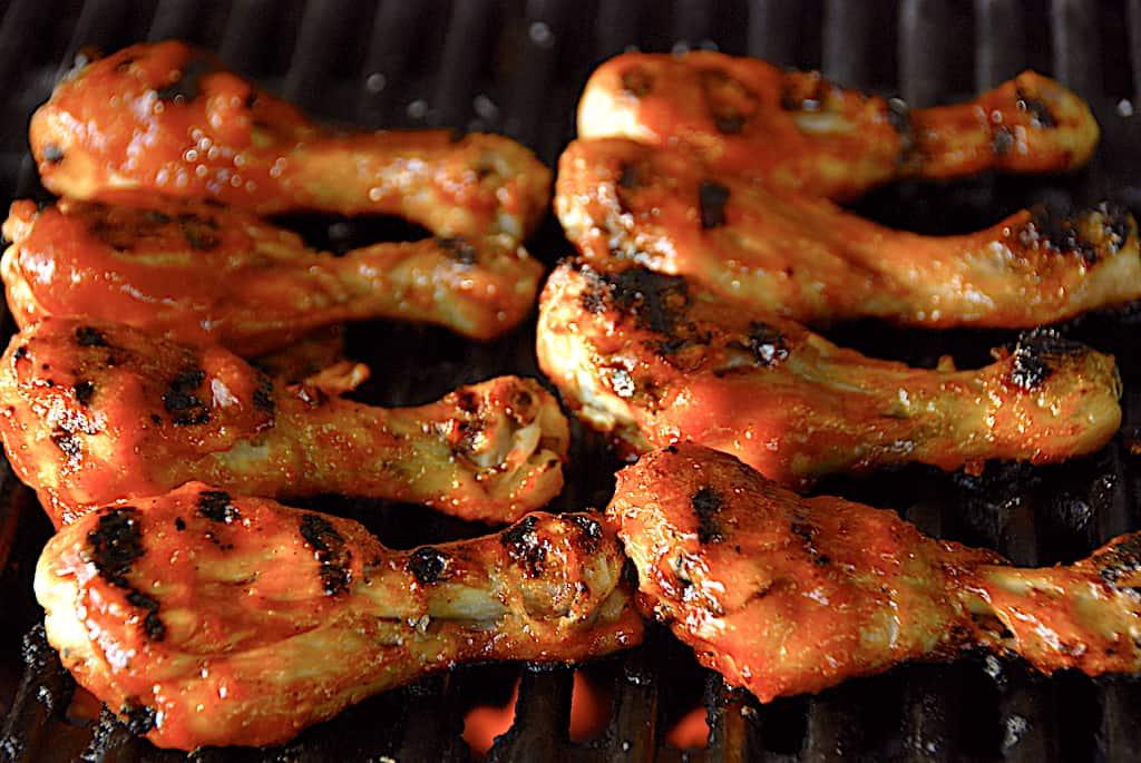 Grillede kyllingelår med nem BBQ-sauce af ketchup