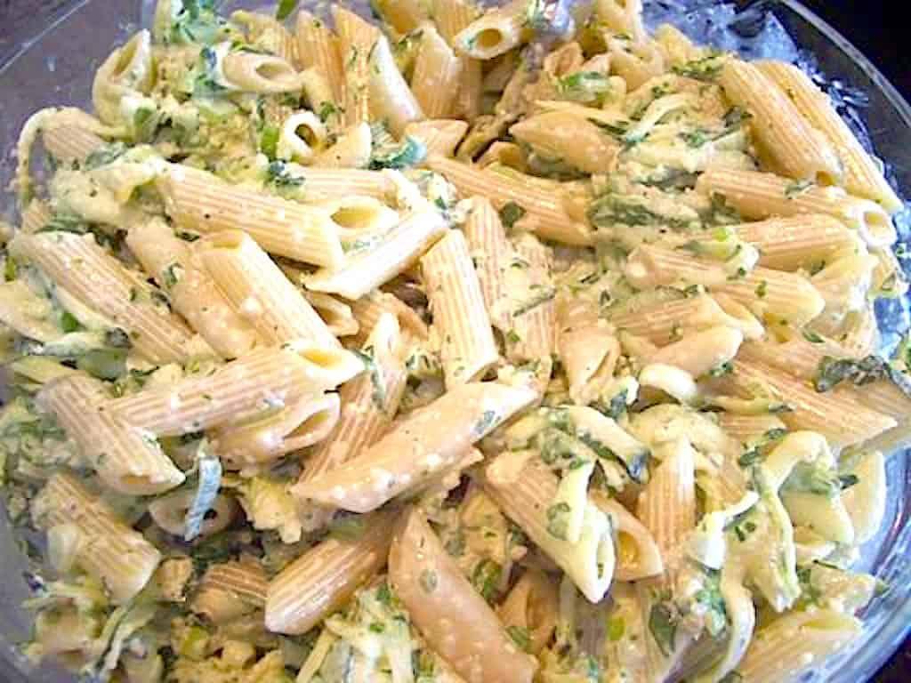 Grøn pastasalat med creme fraiche dressing