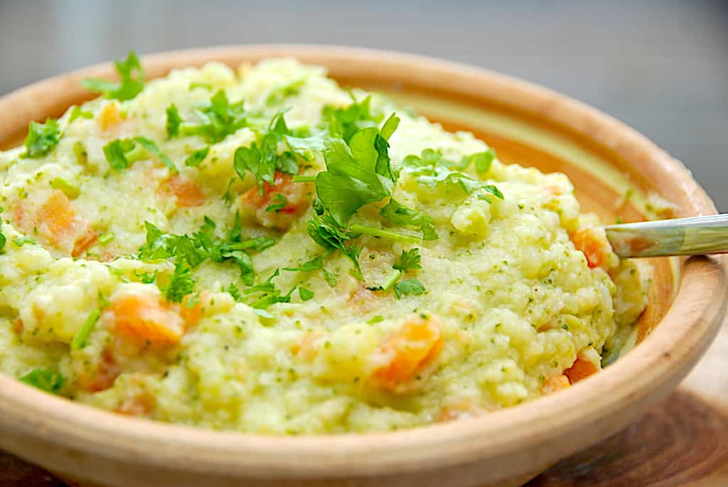 Grøntsagsmos med kartofler, kål og gulerødder