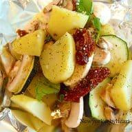 Kartoffelpakker med squash, champignon og soltørrede tomater