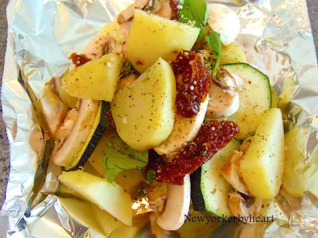 Kartoffelpakker med squash og soltørrede tomater
