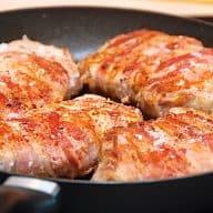 koteletter med bacon på pande