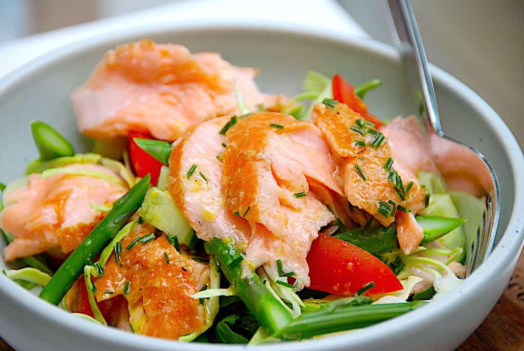 Laks med asparges og spidskål (som nem aftensmad)