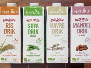 De populære plantedrikke er bedre for miljøet, men er ikke nødvendigvis sundere end mælk. Smagen er meget forskellig alt efter om de er lavet på ris, soja, havre eller mandler. Foto: Charlotte Mithril / Madensverden.dk