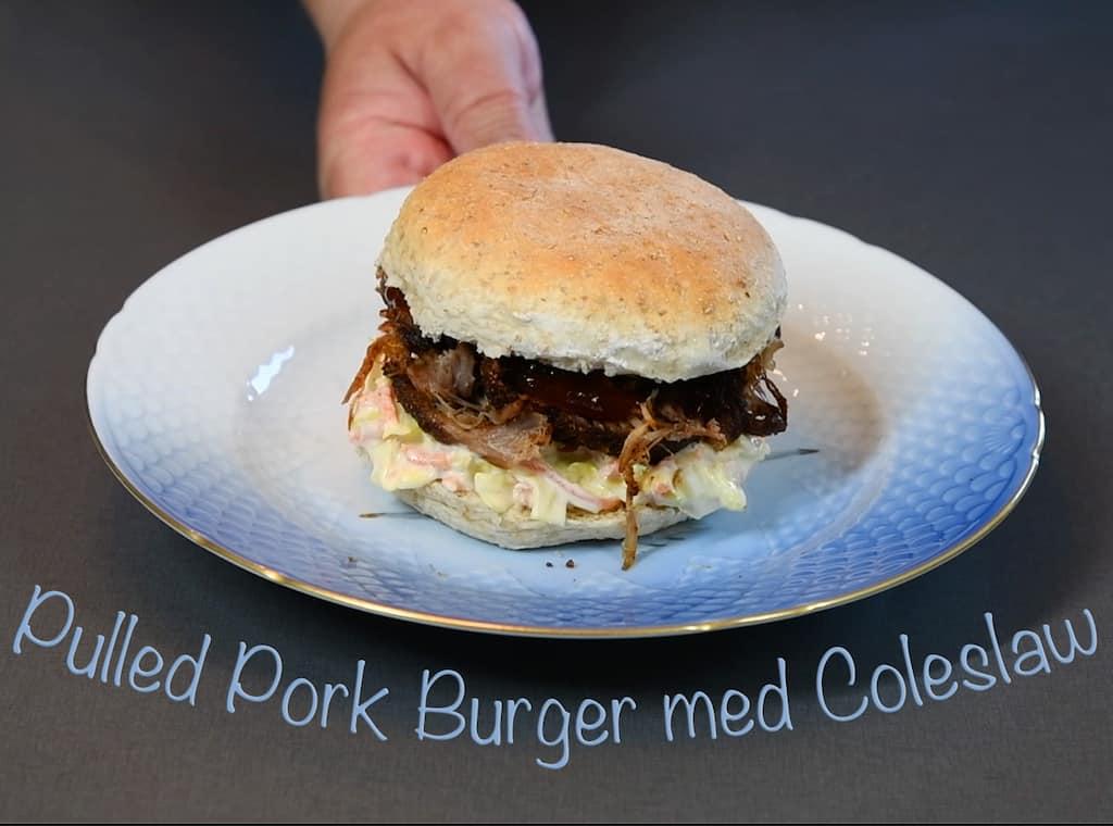 pulled pork burger med coleslaw