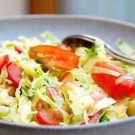 spidskålssalat med tomater