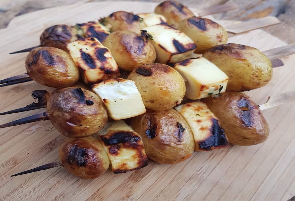 Grillspyd med kartofler, ost og timianmarinade