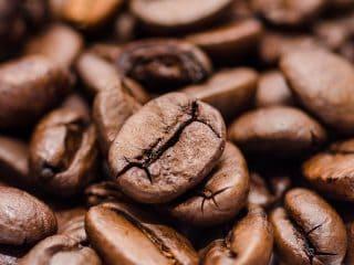billede med kaffe og kaffebønner