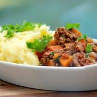 billede med kartoffelmos med kødsovs