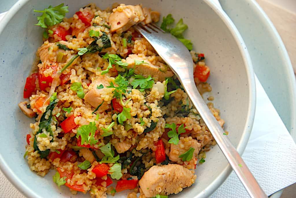 Bulgur med grøntsager og kylling (one pot opskrift)