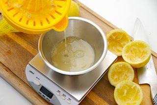 citronsaften vejes af til lemonaden