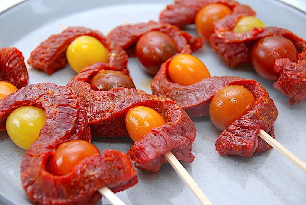 grillspyd med flankesteg og tomater