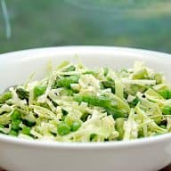 billede med grøn spidskålssalat med mayodressing