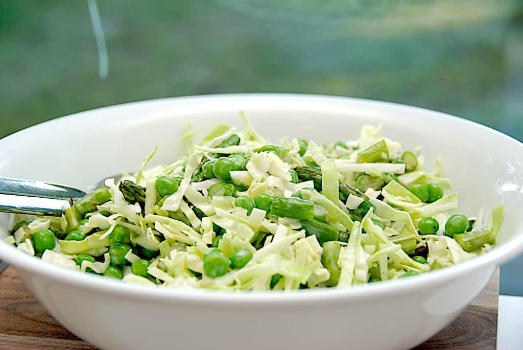 Grøn spidskålssalat med mayodressing