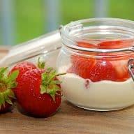 billede med jordbær med vaniljecreme