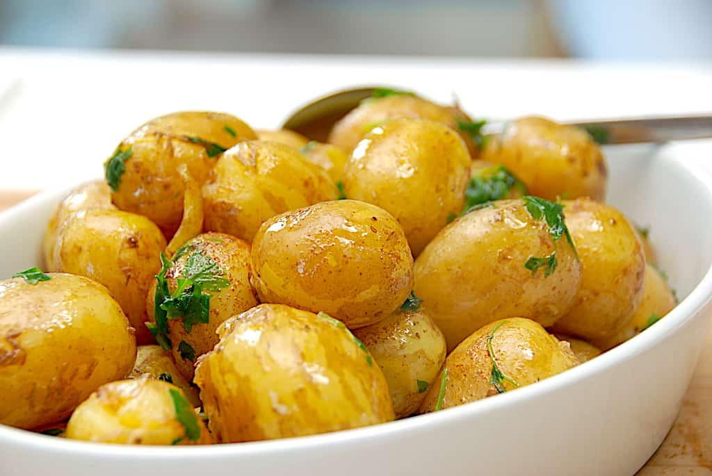 Kartofler med brunet smør og krydderurter