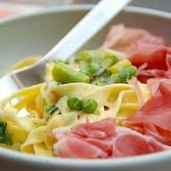 billede med pasta med asparges og ærter